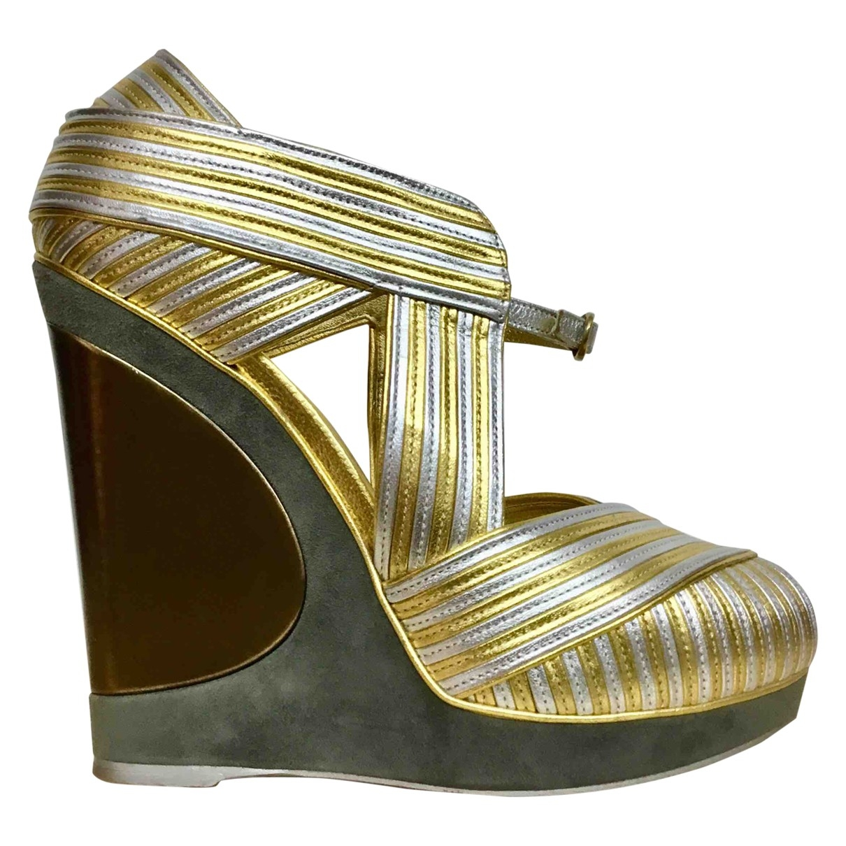 Yves Saint Laurent \N Gold Leather Sandals for Women 37 EU