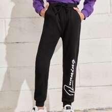 Pantalones deportivos con estampado de letra con cordon delantero
