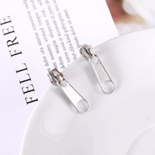 Ohrringe mit Reissverschluss und Kopf Design