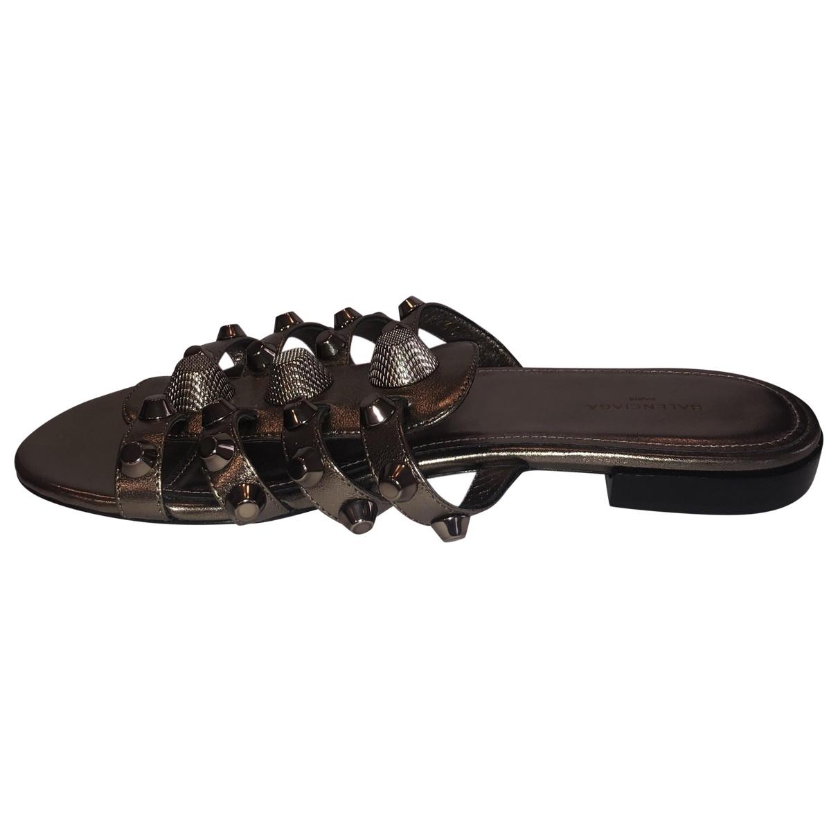 Balenciaga \N Sandalen in  Metallic Leder