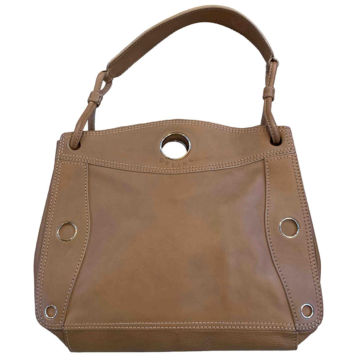Celine Eyelet Handtasche in  Kamel Leder