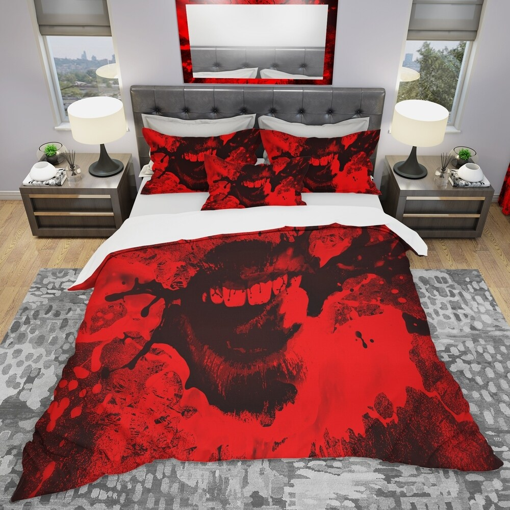Designart 'Speak Out Red Lips' Modern & Contemporary Bedding Set - Duvet Cover & Shams (King Cover + 2 king Shams (comforter not included))