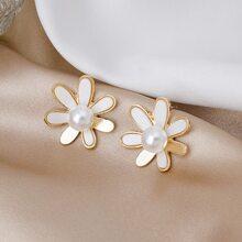 Faux Pearl Decor Flower Design Stud Earrings