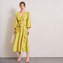 Kleid mit Schosschenaermeln, Raffungsaum, Selbstband und Gaensebluemchen Muster
