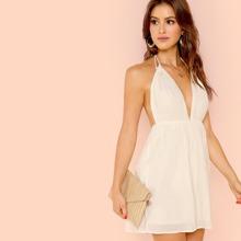 Slip Kleid mit offener Rueckseite, tiefem Kragen und Neckholder