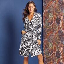 zweireihiger Mantel mit Zebra Streifen, Wickel Design und Guertel