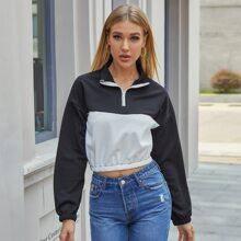 Crop Sweatshirt mit halbem Reissverschluss, sehr tief angesetzter Schulterpartie und Farbblock
