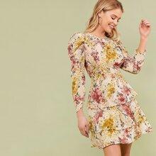 Kleid mit Gigotaermeln, mehrschichtigem Saum und Blumen Muster
