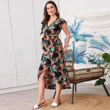 Maternity Kleid mit tropischem Muster, Schmetterlingaermeln, Wickel Design und Stufensaum