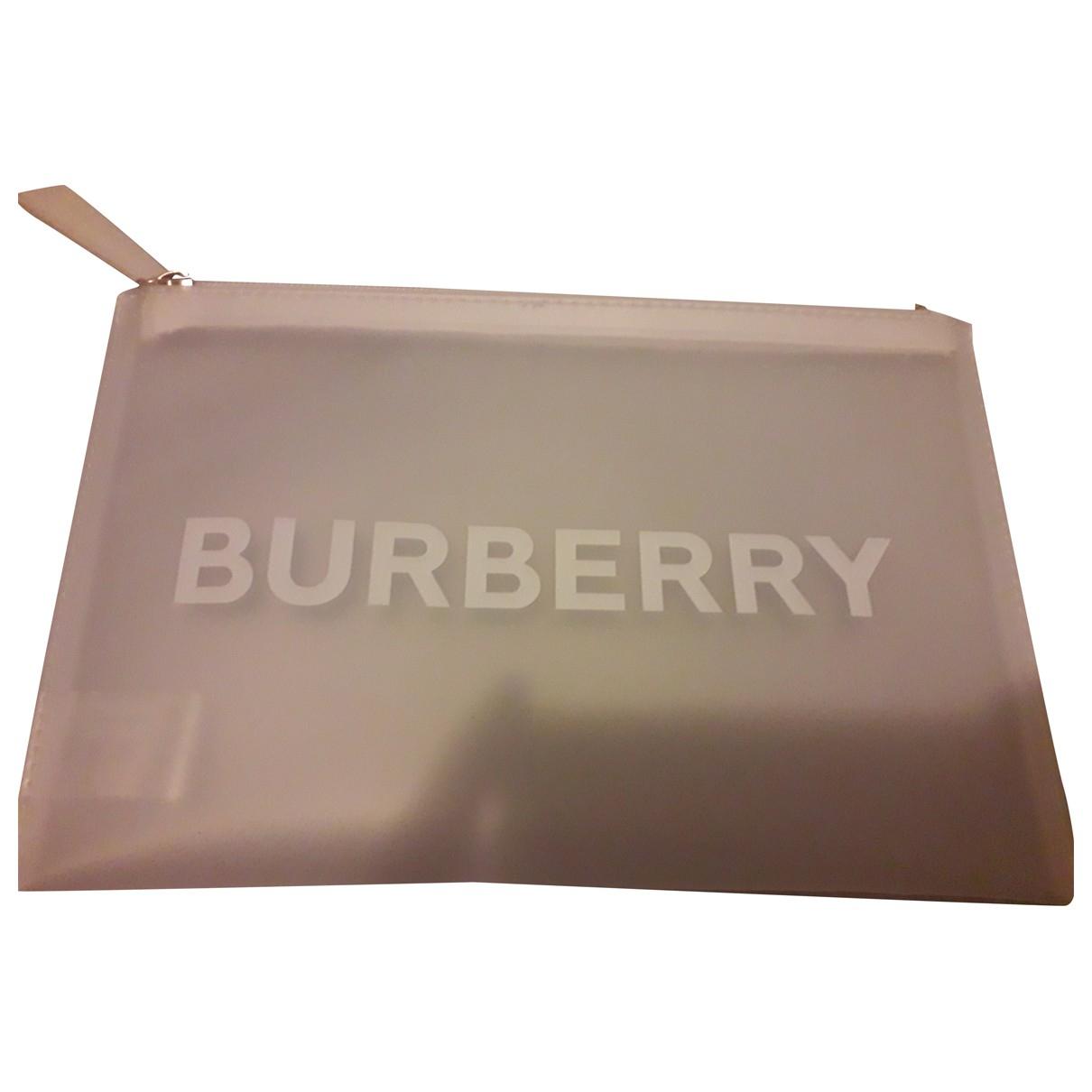 Burberry \N Clutch in  Weiss Kunststoff