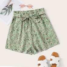 Shorts mit Blumen und Guertel