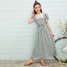 Maedchen Kleid mit Peter Pan Kragen, Stickereien, Netzstoff und Blumen Muster