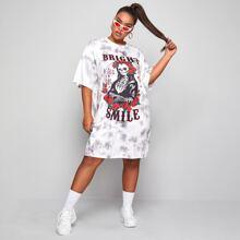 Kleid mit Skelett & Buchstaben Grafik und Batik