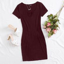 Rippenstrick Kleid mit eingekerbtem Kragen