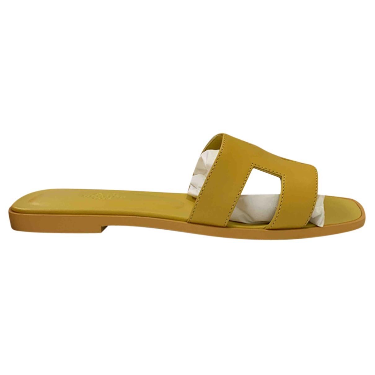 Hermes - Sandales Oran pour femme en cuir - jaune