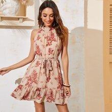 Kleid mit Blumen Muster, Raffungsaum, Guertel und Neckholder