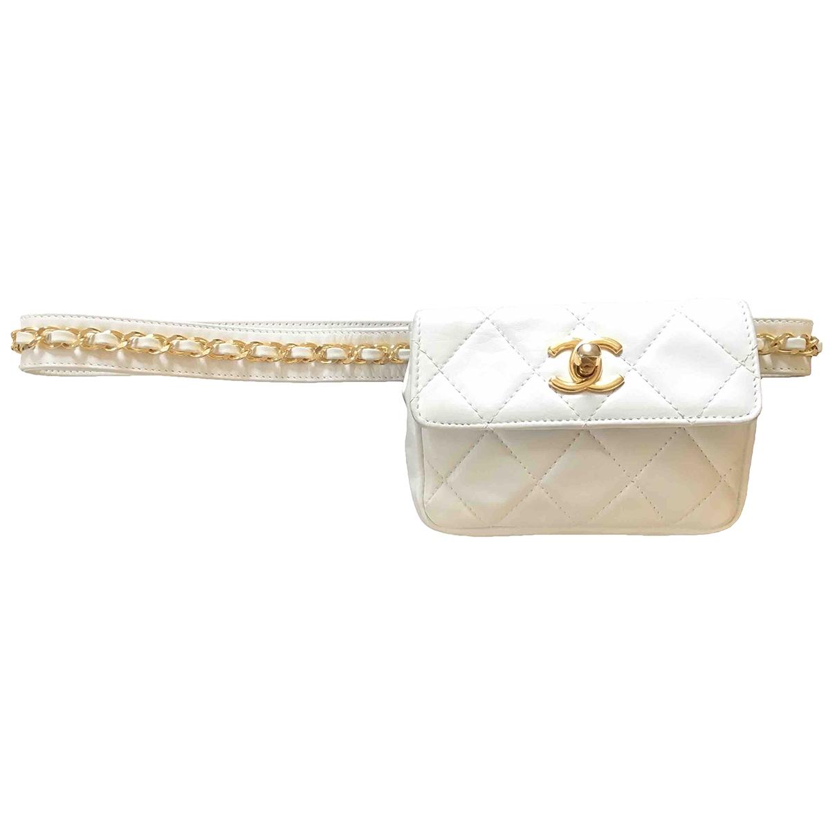 Chanel \N Clutch in  Weiss Leder
