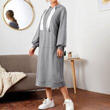Kleid mit sehr tief angesetzter Schulterpartie, Taschen vorn und Kordelzug