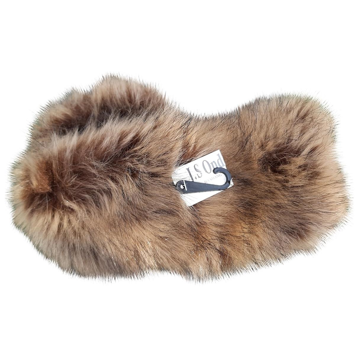 Non Signé / Unsigned \N Beige Faux fur hat for Women M International
