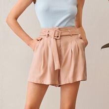 Shorts de pierna ancha con cinturon con hebilla fruncido doblado delantero
