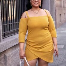Schulterfreies Strick Kleid mit asymmetrischem Saum