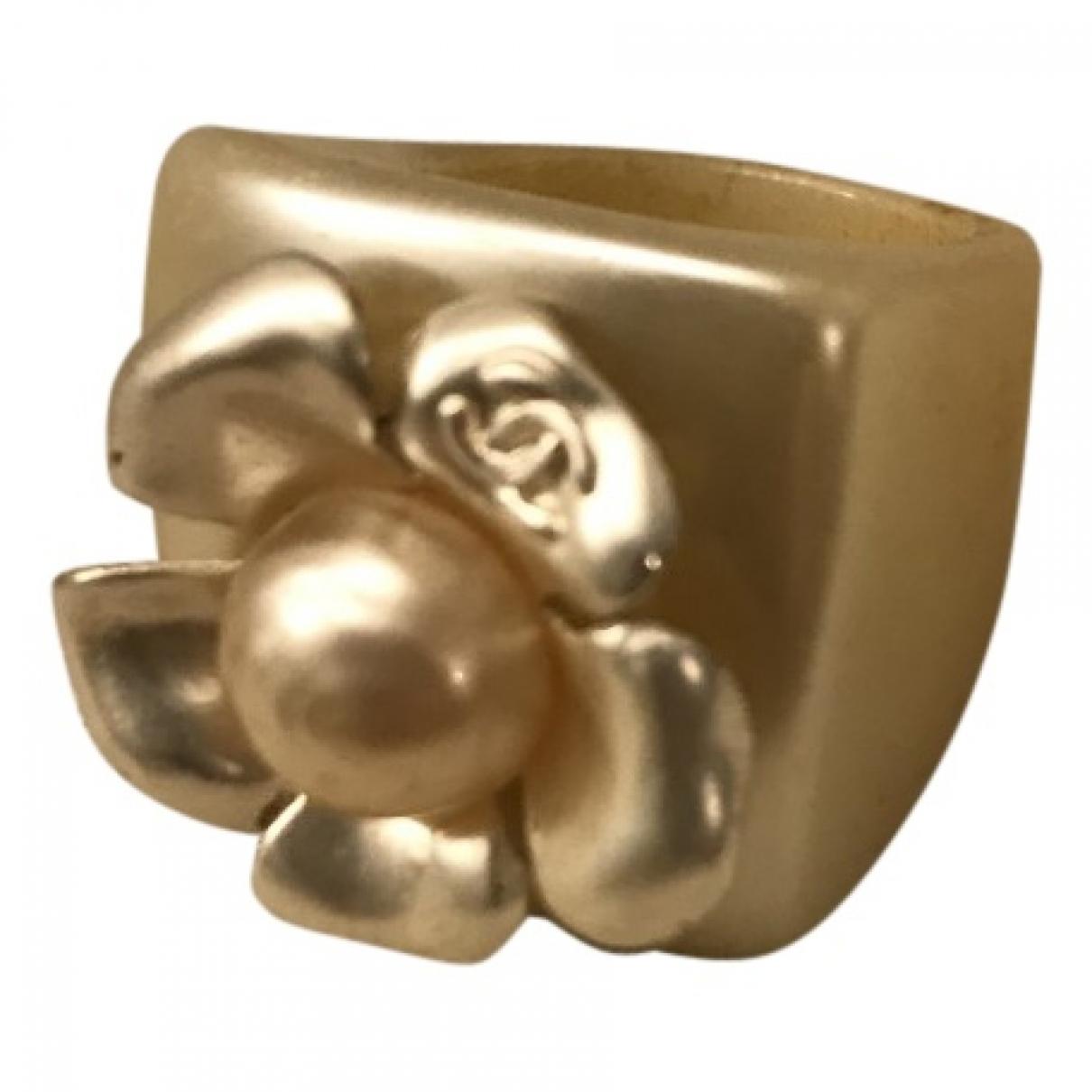 Chanel Camelia Ring in Kunststoff