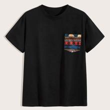 Camiseta de hombres con bolsillo con estampado tribal