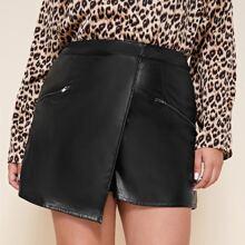 PU Leder Shorts mit Reissverschluss Detail und asymmetrischem Saum