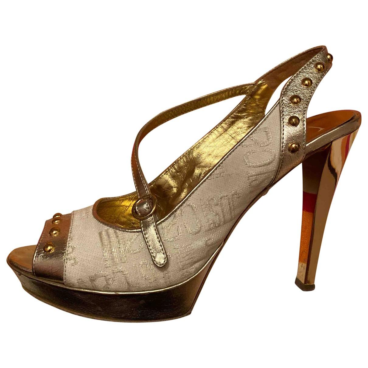 Just Cavalli \N Sandalen in  Gold Leinen