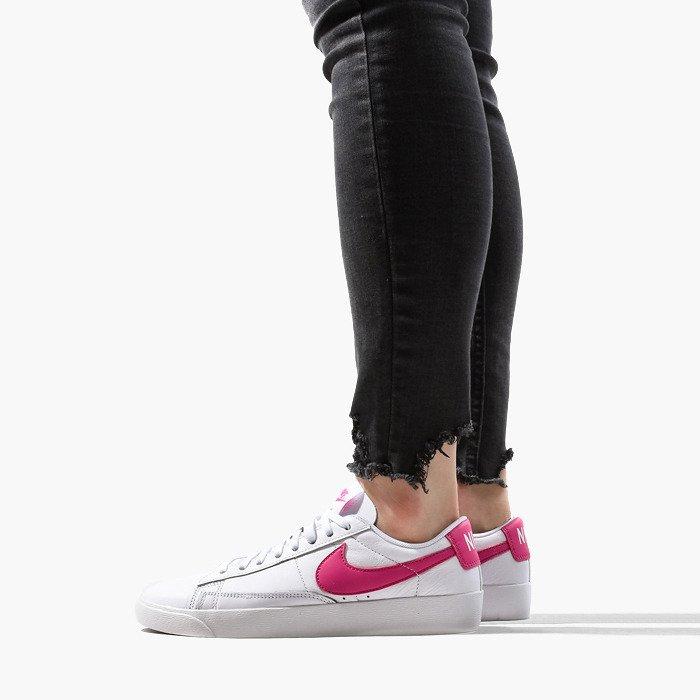 Nike W Blazer Low AV9370 102
