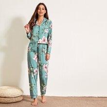 Schlafanzug Set mit Blumen Muster und Knopfen vorn