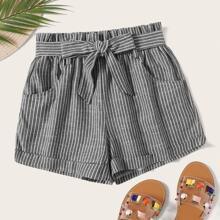 Shorts mit Streifen und Selbstguertel