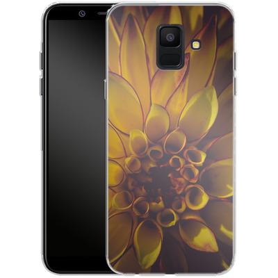 Samsung Galaxy A6 Silikon Handyhuelle - Yellow Dahlia von Joy StClaire