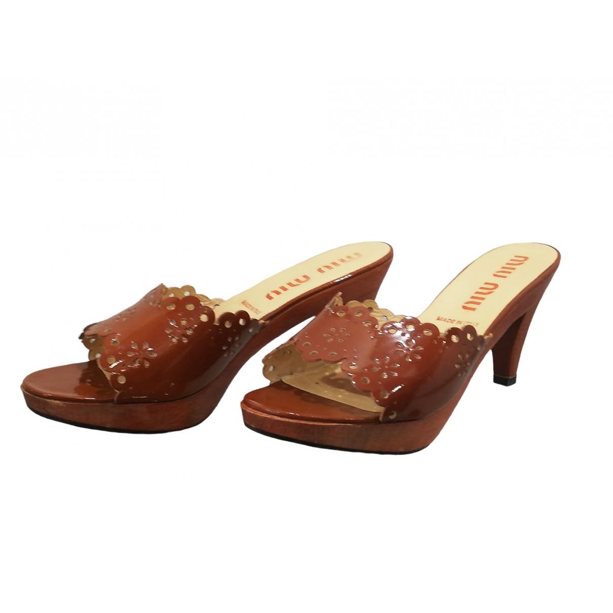 Miu Miu \N Brown Patent leather Mules & Clogs for Women 38.5 EU