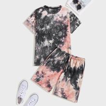 Maenner T-Shirt mit Batik und Shorts mit Kordelzug