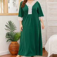 Plus V-neck Contrast Lace Panel Night Dress