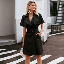 Kleid mit zweireihigen Knopfen, Wickel Design und Guertel