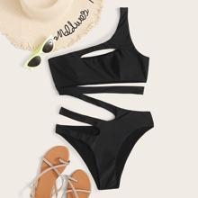 Einteiliger Badeanzug mit Ausschnitt und einer Schulter frei