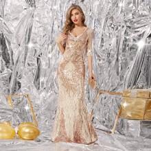 Rueckenfreies Kleid mit Pailletten und Meerjungfrau Saum