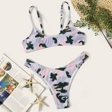 Bikini mit Camo Muster und hohem Ausschnitt