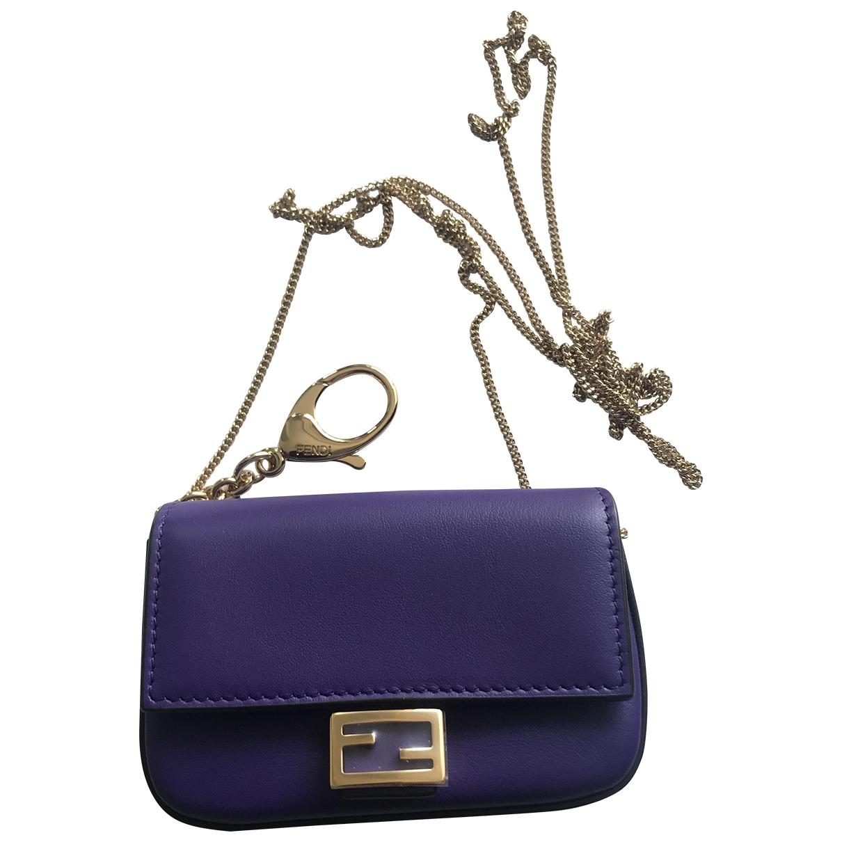 Fendi Baguette Handtasche in  Lila Leder