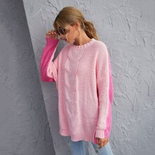 Zweifarbiger Pullover mit sehr tief angesetzter Schulterpartie und Zopfmuster
