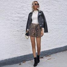 Shorts mit komplettem Muster und schraegen Taschen