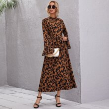 Kleid mit Stehkragen, Glockenaermeln, Guertel und komplettem Muster