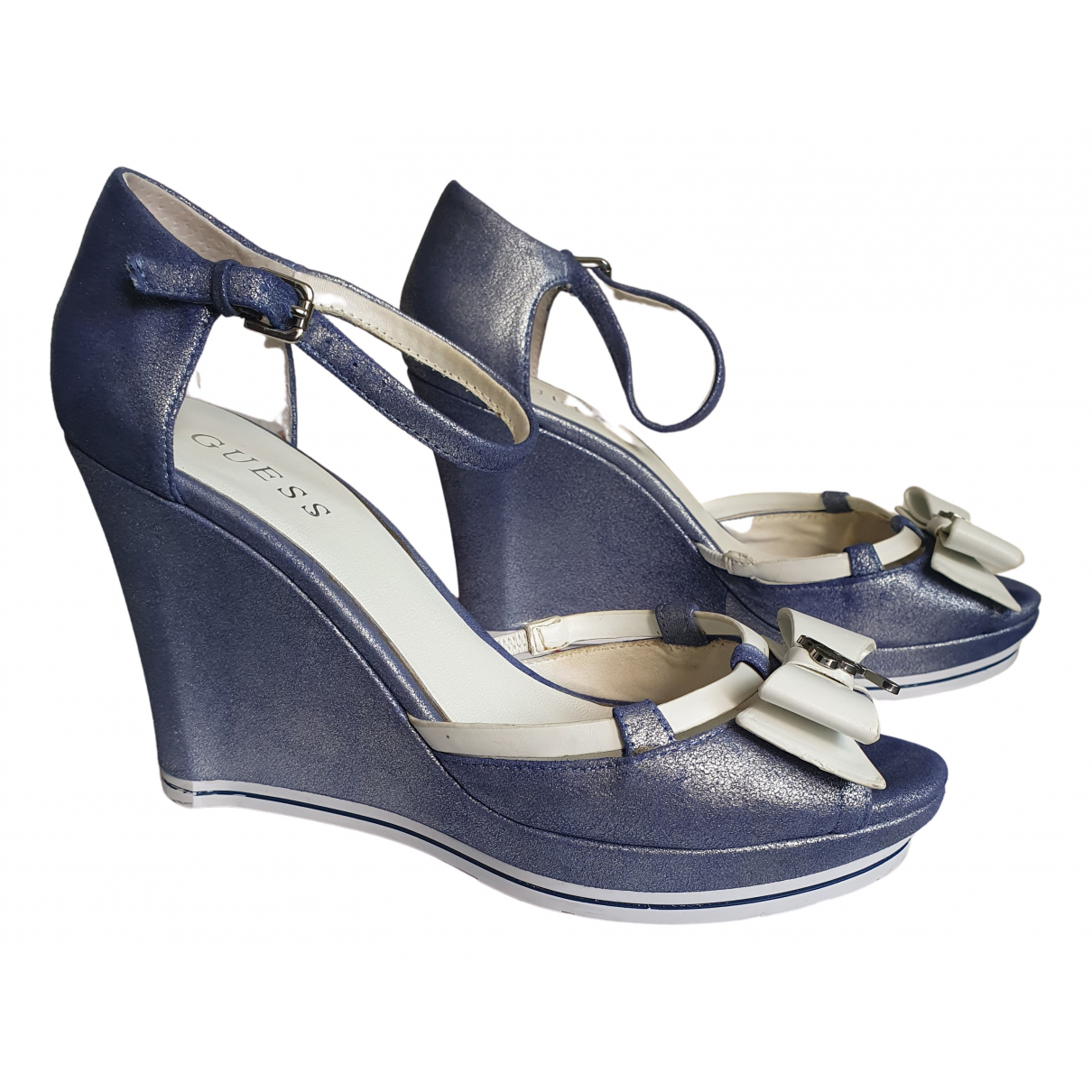 Guess \N Sandalen in  Blau Lackleder