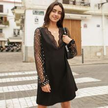Kleid mit tiefem Kragen, Spitzenbesatz und Netzstoff Ärmeln