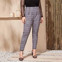 Pantalones ajustados con boton de cuadros