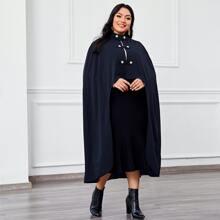 Mantel mit Stehkragen, Knopfen Detail und asymmetrischem Saum