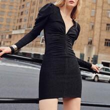 Figurbetontes Kleid mit Rueschen vorn, Gigotaermeln und Glitzer