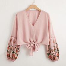Bluse mit Blumen Muster und Band vorn